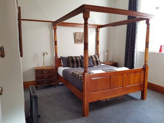 bedposts
